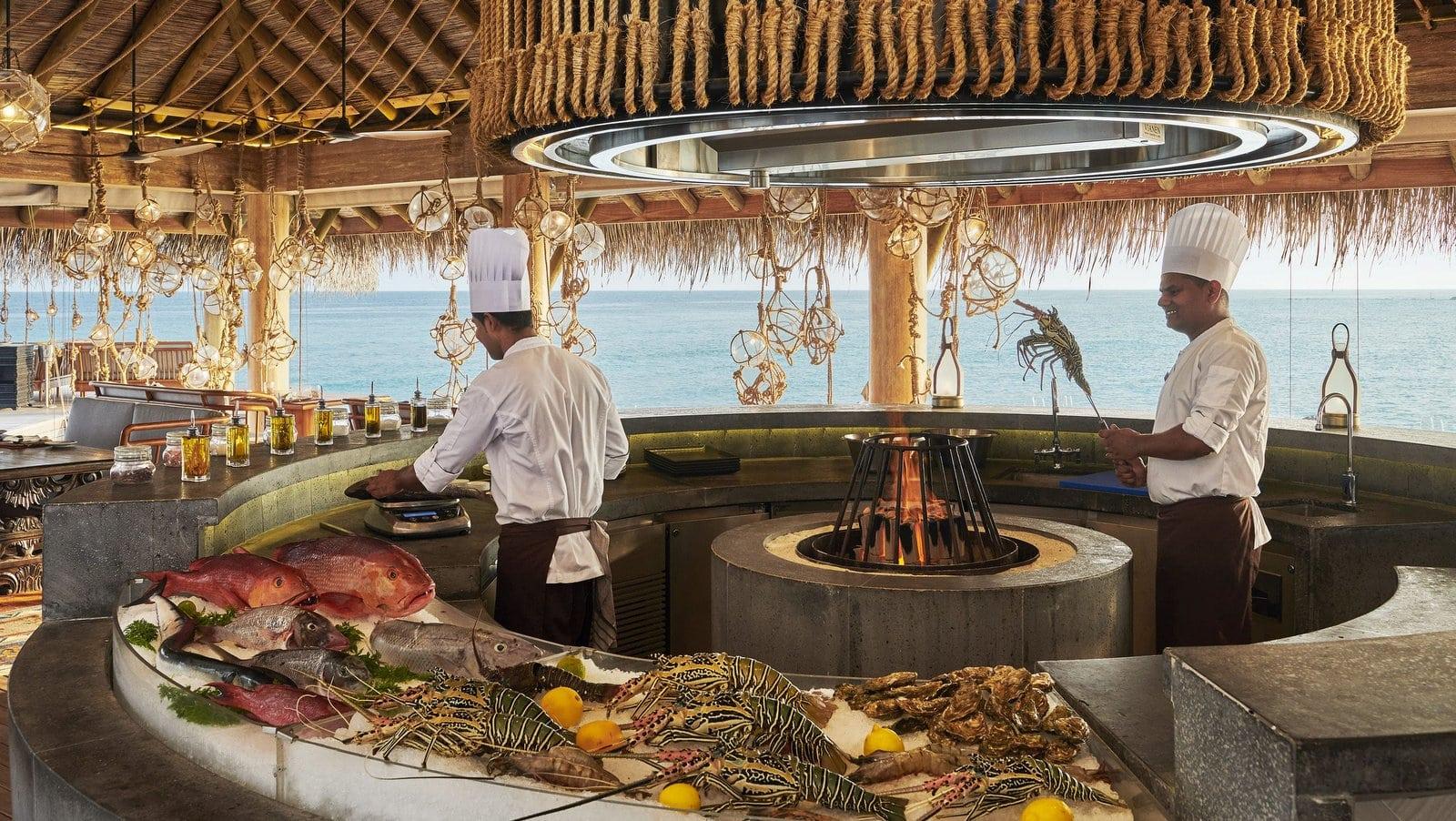Мальдивы, отель Fairmont Maldives Sirru Fen Fushi, ресторан AZURE