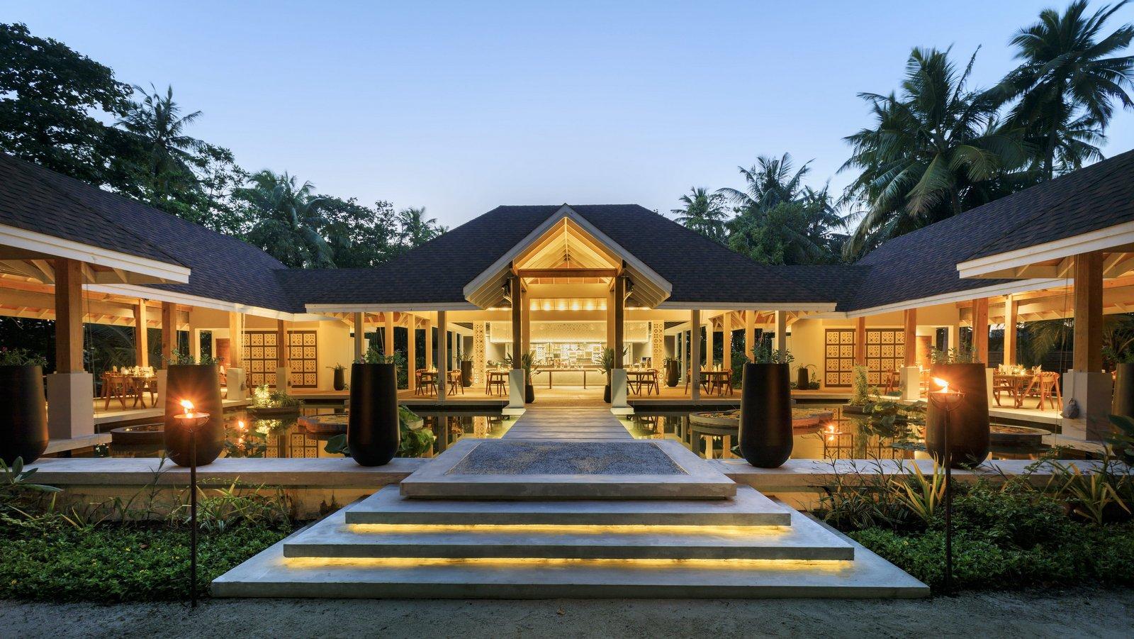 Мальдивы, отель Dhigali Maldives, ресторан Battuta
