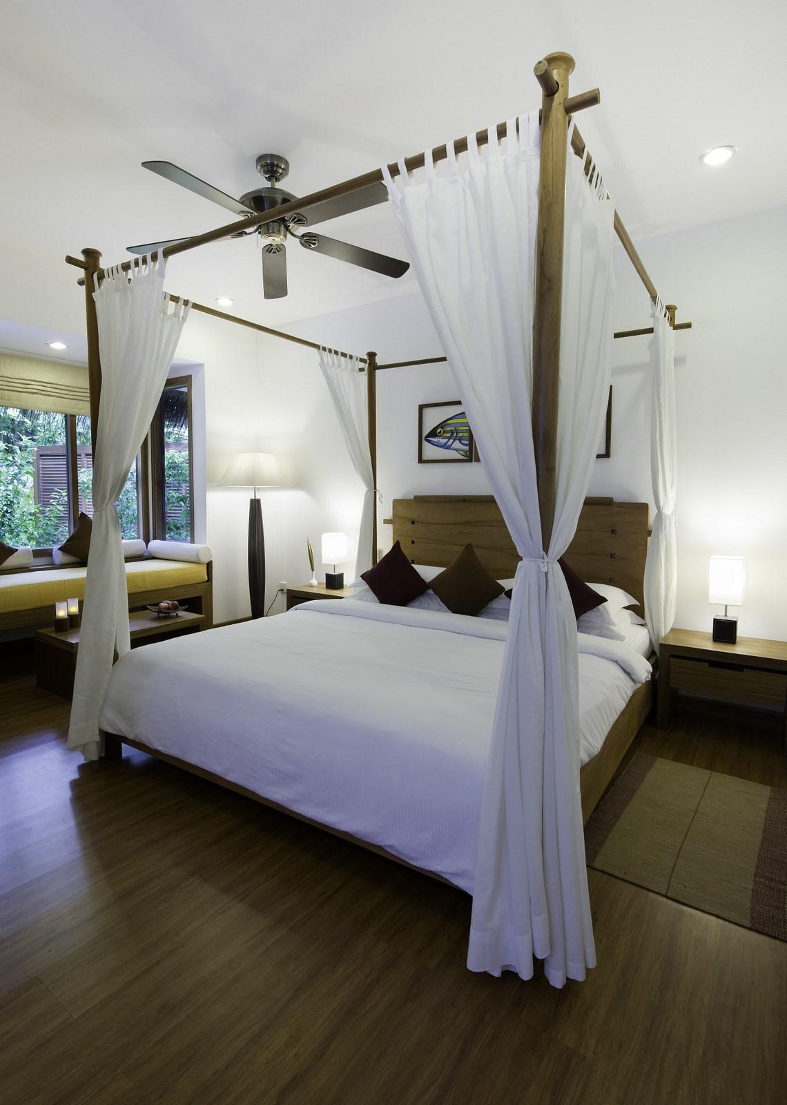 Мальдивы, отель Kuramathi Maldives, номер Beach Bungalow