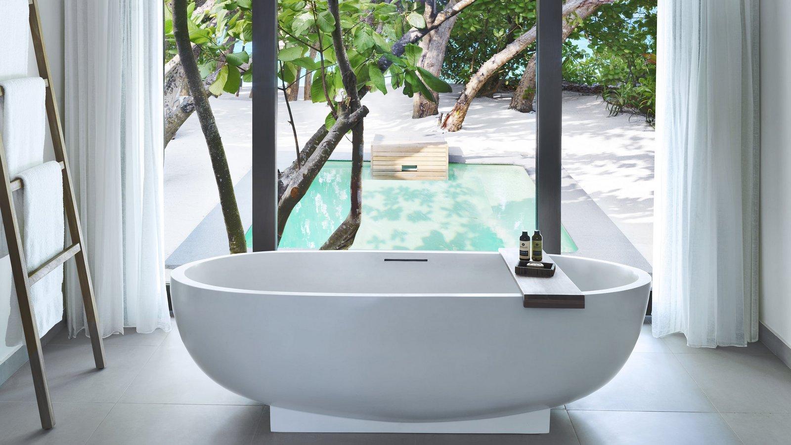 Мальдивы, отель Vakkaru Maldives, номер Beach Pool Villa