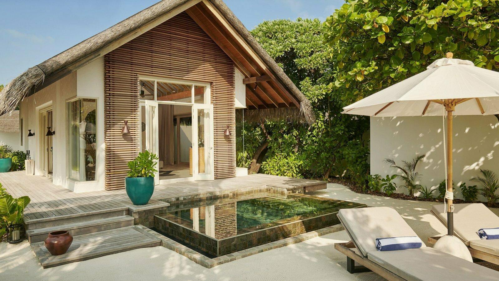 Мальдивы, отель Fairmont Maldives Sirru Fen Fushi, номер Beach Villa
