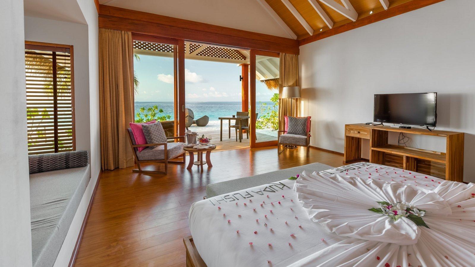 Мальдивы, отель Kudafushi Resort, номер Beach Villa