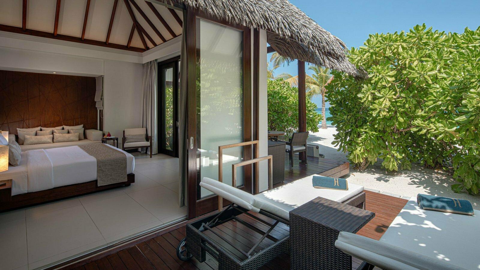 Мальдивы, отель Heritance Aarah, номер Beach Villa