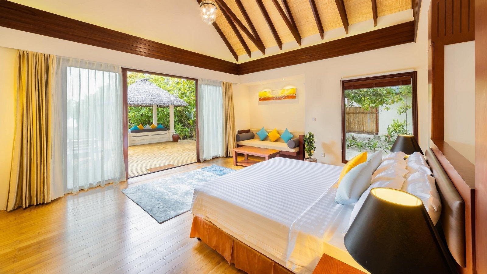 Мальдивы, отель Furaveri Island Resort, номер Beach Villa