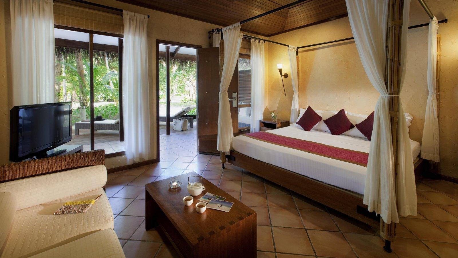 Мальдивы, отель Kuramathi Maldives, номер Beach Villa