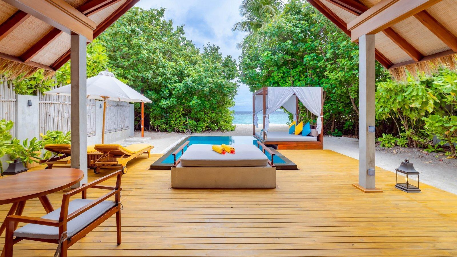 Мальдивы, отель Furaveri Island Resort, номер Beach Pool Villa