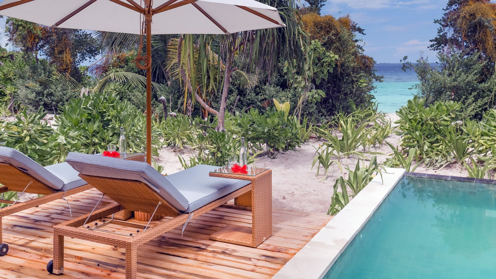 Мальдивы, отель Kudafushi Resort, номер Beach Pool Villa