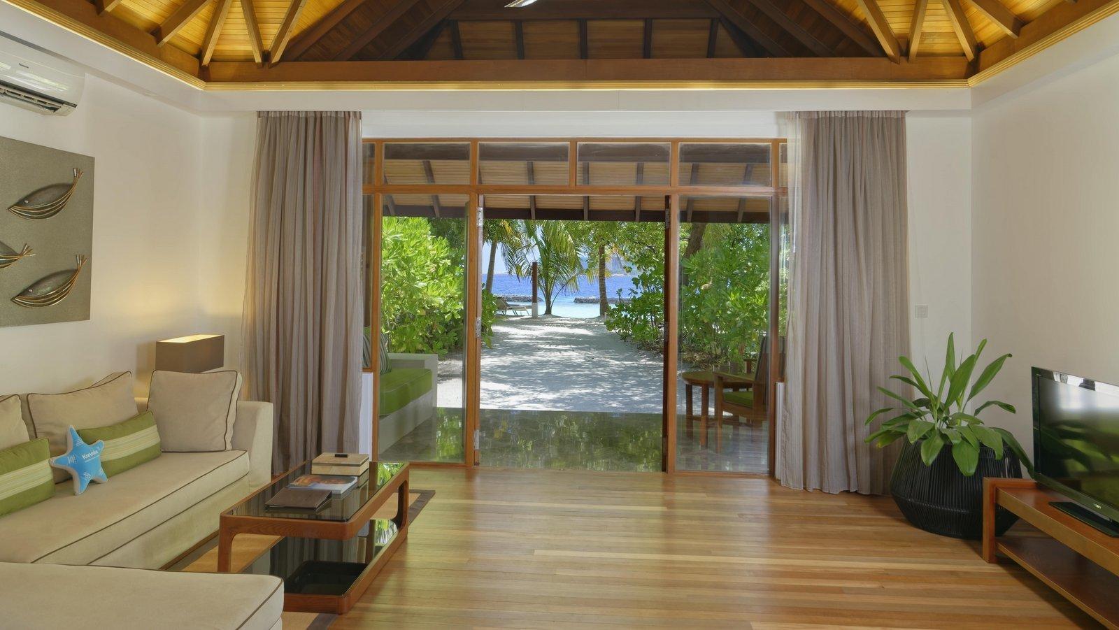 Мальдивы, отель Kurumba Maldives, номер Beach Villa
