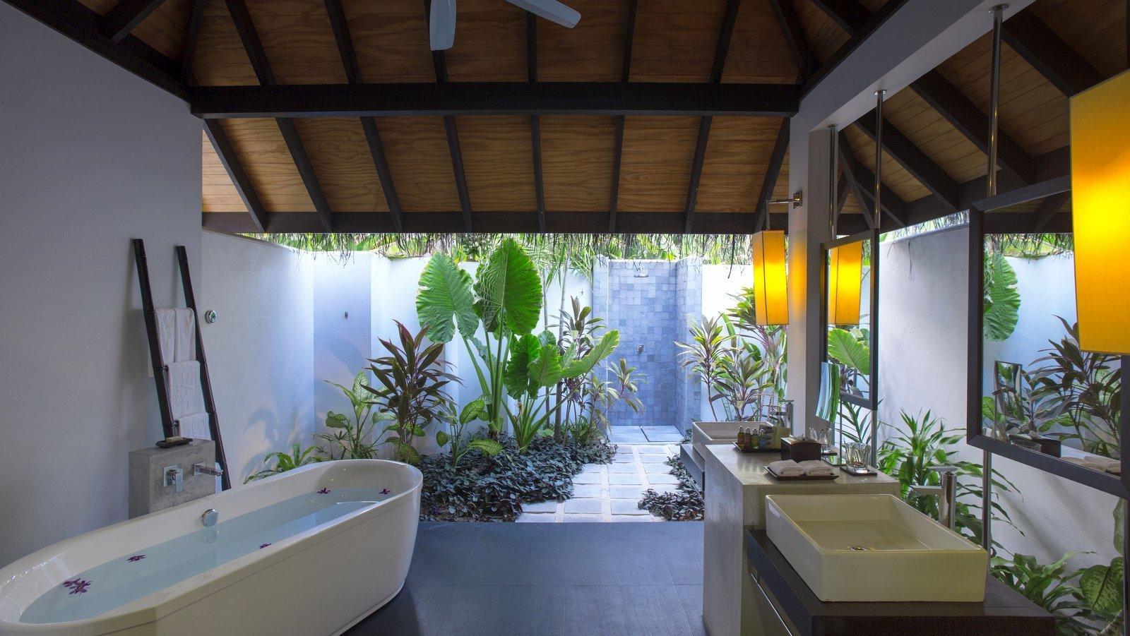 Мальдивы, отель Velassaru Maldives, номер Beach Villa