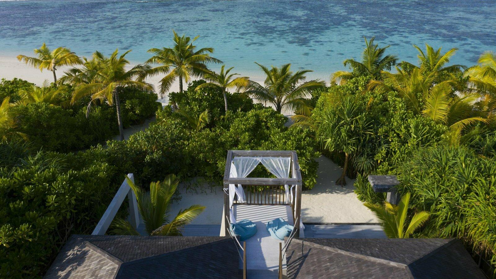Мальдивы, отель Movenpick Resort Kuredhivaru Maldives, номер Beach Pool Suite