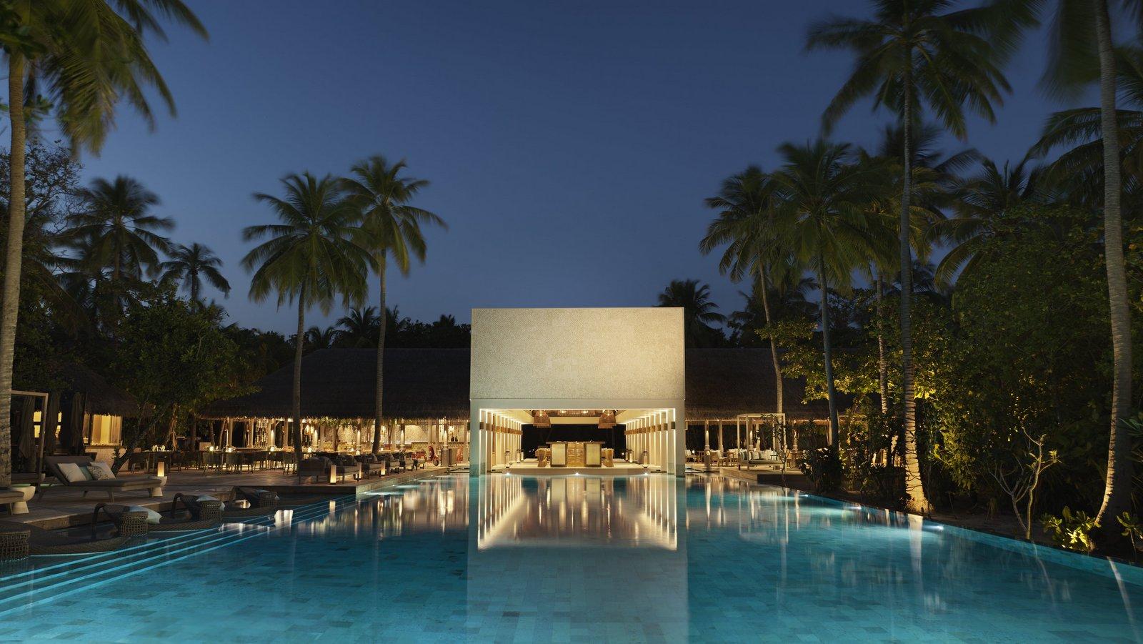Мальдивы, отель Vakkaru Maldives, бар Cabana
