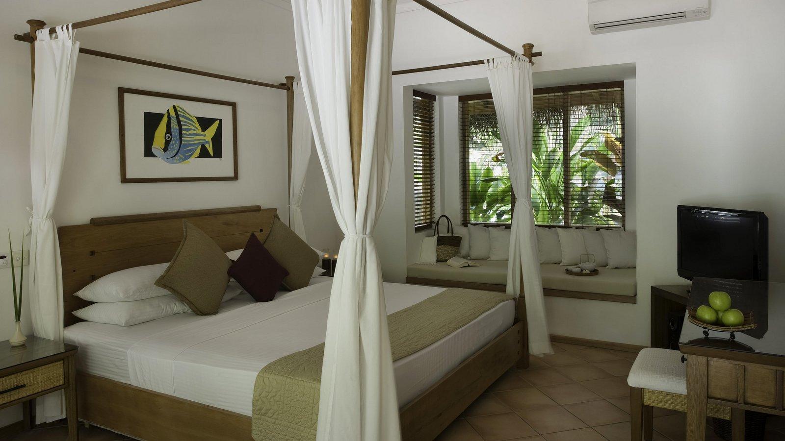 Мальдивы, отель Kuramathi Maldives, номер Deluxe Beach Villa
