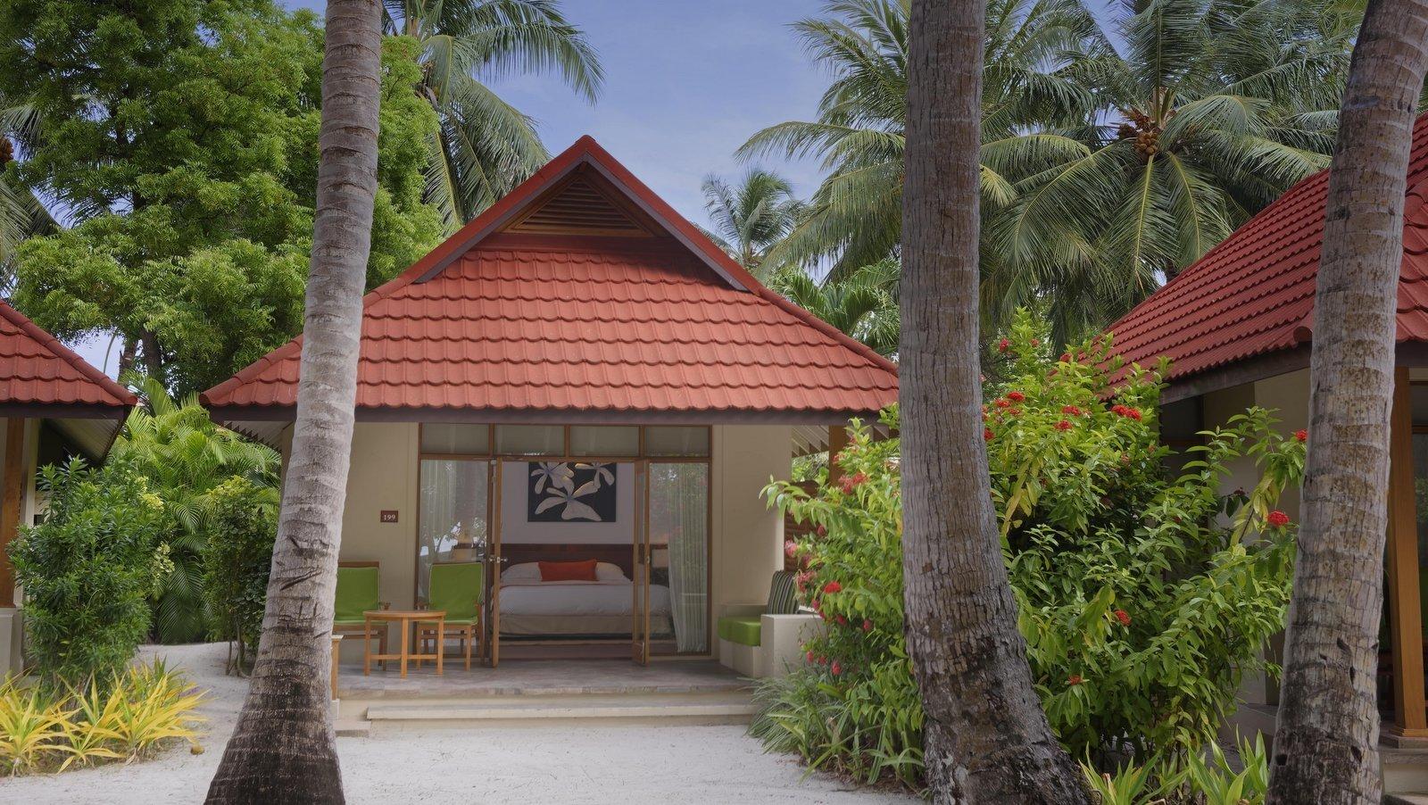Мальдивы, отель Kurumba Maldives, номер Deluxe Bungalow