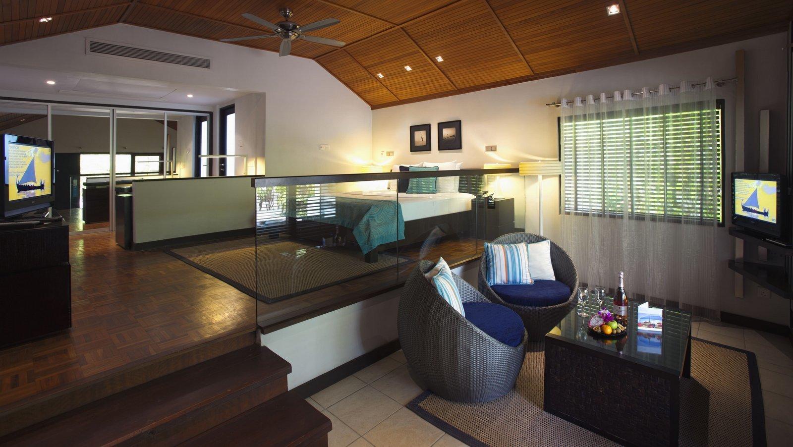 Мальдивы, отель Velassaru Maldives, номер Deluxe Bungalow