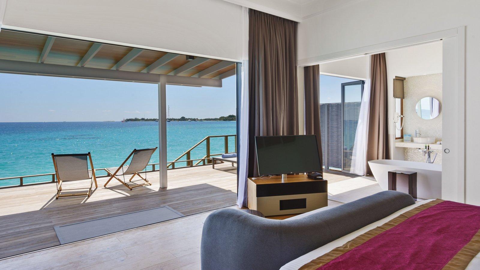 Мальдивы, отель Kuramathi Maldives, номер Deluxe Water Villa