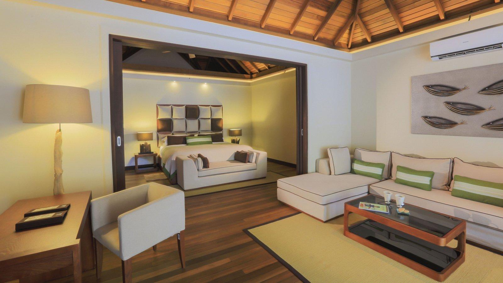 Мальдивы, отель Kurumba Maldives, номер Deluxe Pool Villa
