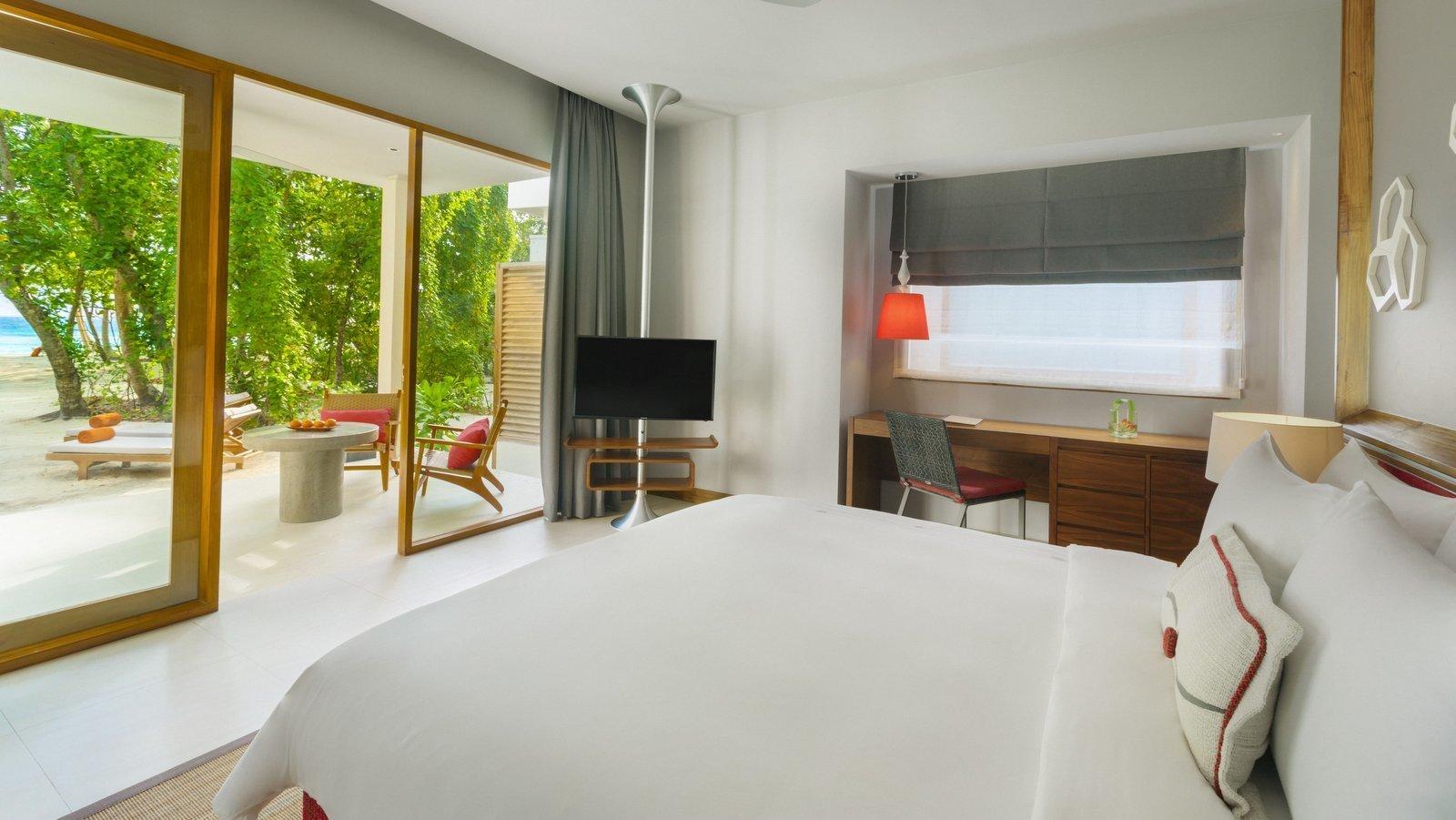 Мальдивы, отель Dhigali Maldives, номер Beach Bungalow