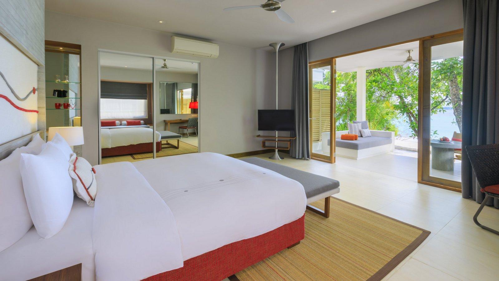 Мальдивы, отель Dhigali Maldives, номер Beach Villa