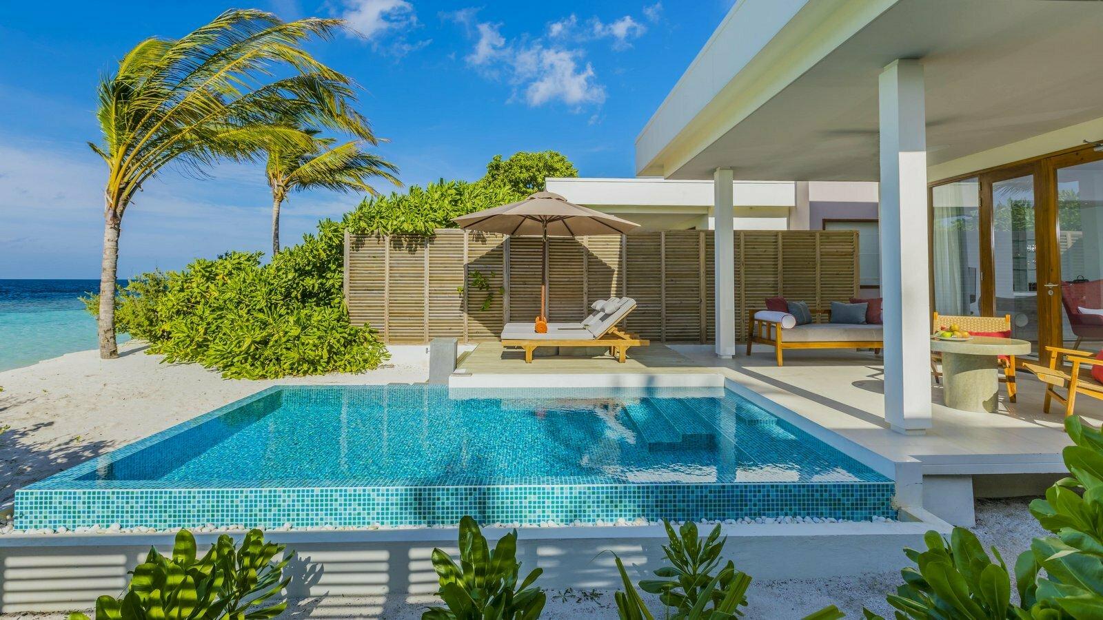 Мальдивы, отель Dhigali Maldives, номер Beach Villa with Pool
