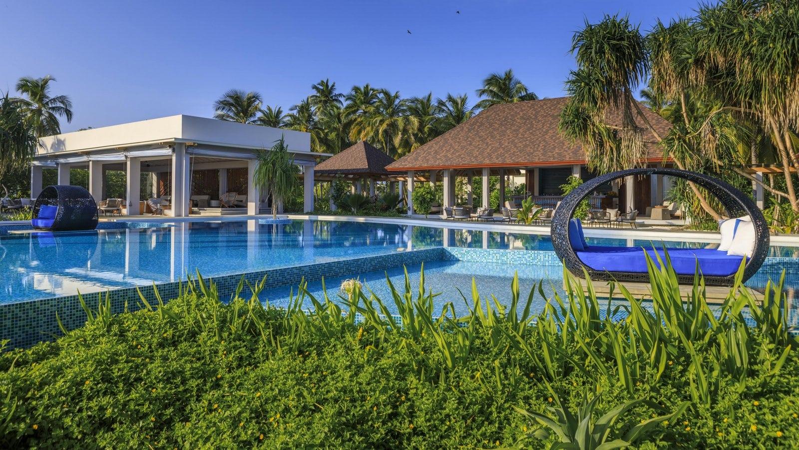 Мальдивы, отель Dhigali Maldives, бассейн