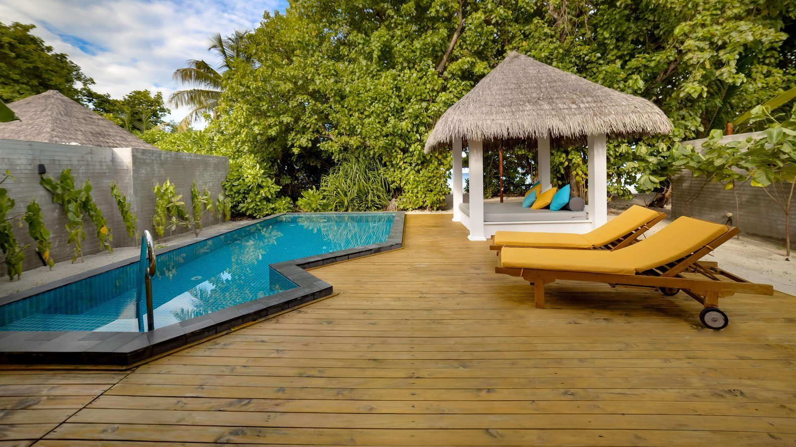 Мальдивы, отель Furaveri Island Resort, номер Dhoni Pool Villa