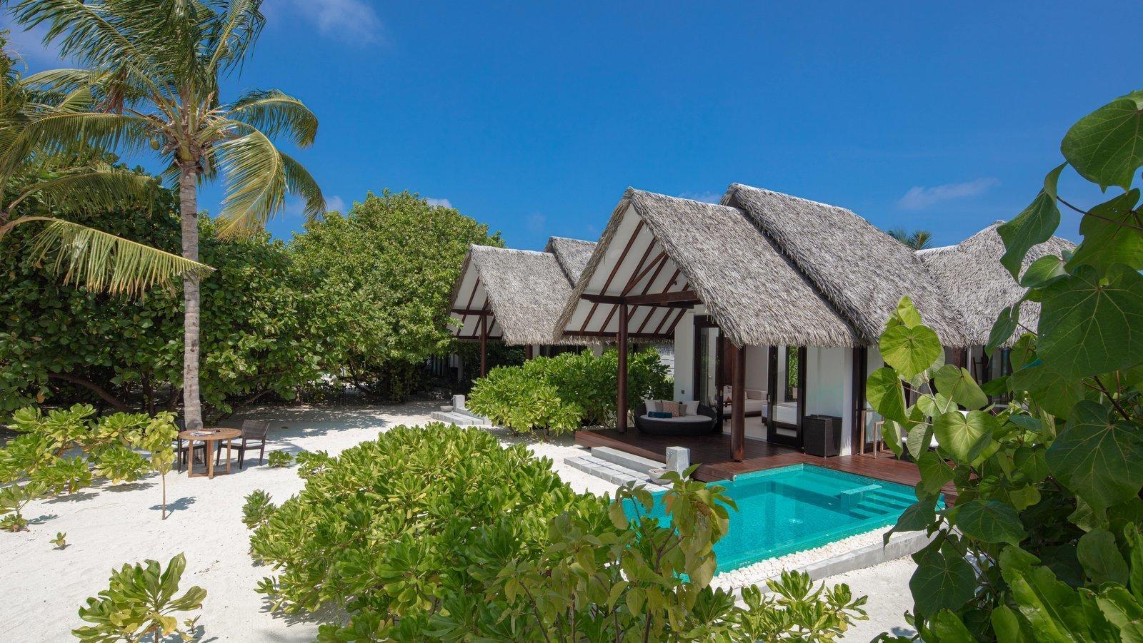 Мальдивы, отель Heritance Aarah, номер Family Pool Beach Villa