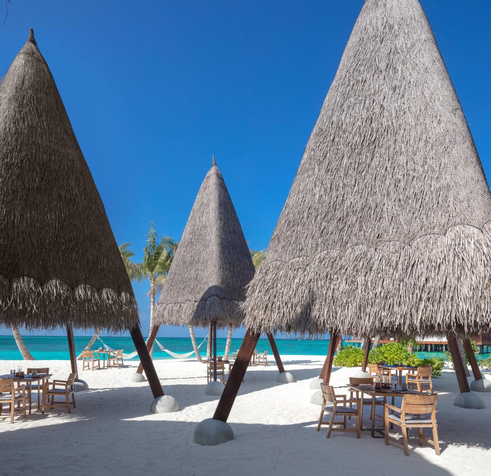 Мальдивы, отель Heritance Aarah, ресторан Ginifathi