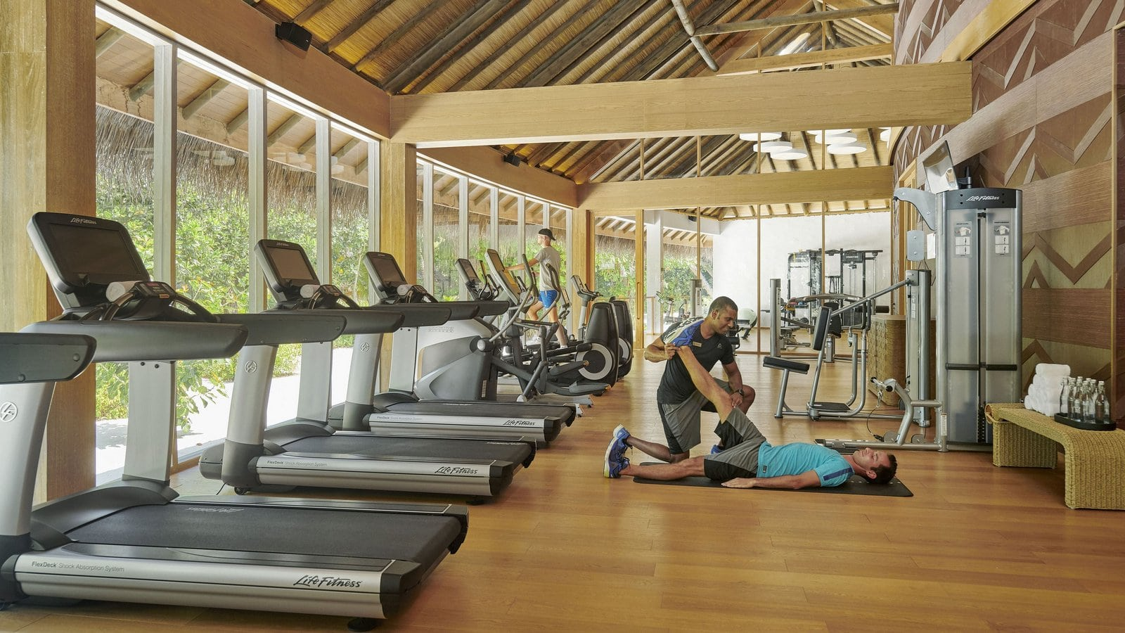 Мальдивы, отель Fairmont Maldives Sirru Fen Fushi, фитнес центр