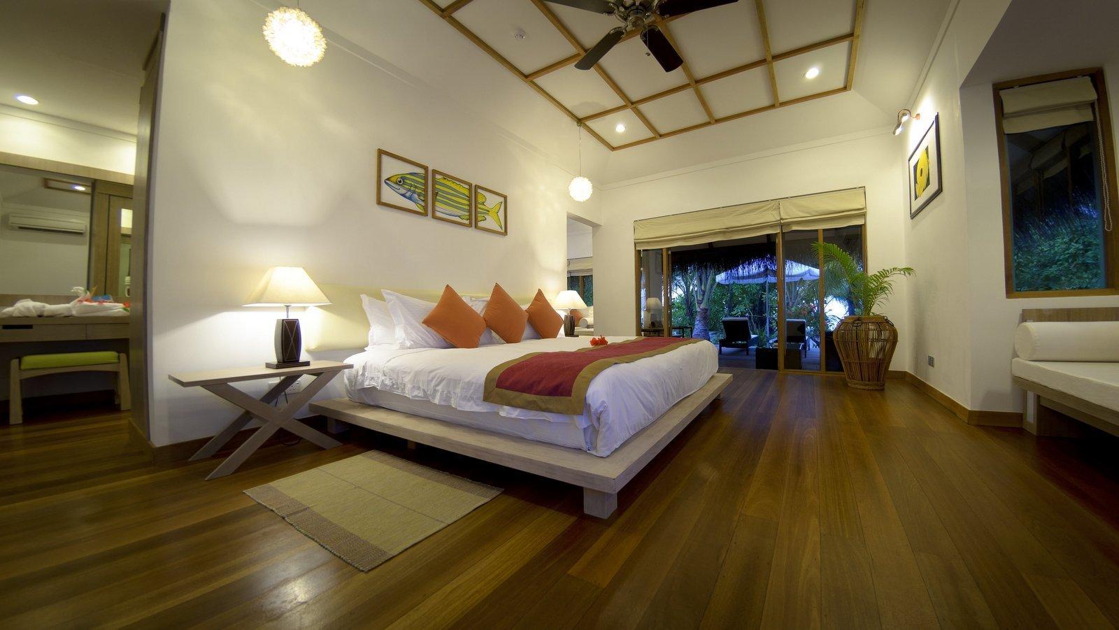 Мальдивы, отель Kuramathi Maldives, номер Honeymoon Pool Villa