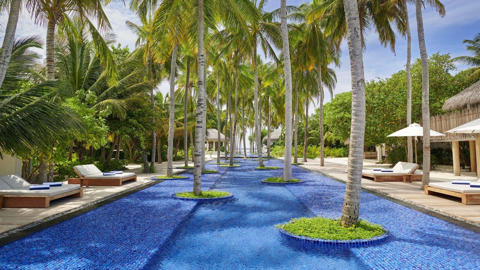 Мальдивы, отель Fairmont Maldives Sirru Fen Fushi, бассейн
