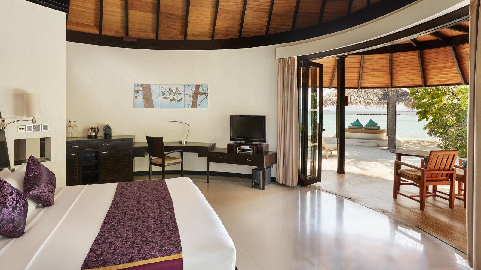 Мальдивы, отель Sun Siyam Iru Fushi, номер Deluxe Beach Villa