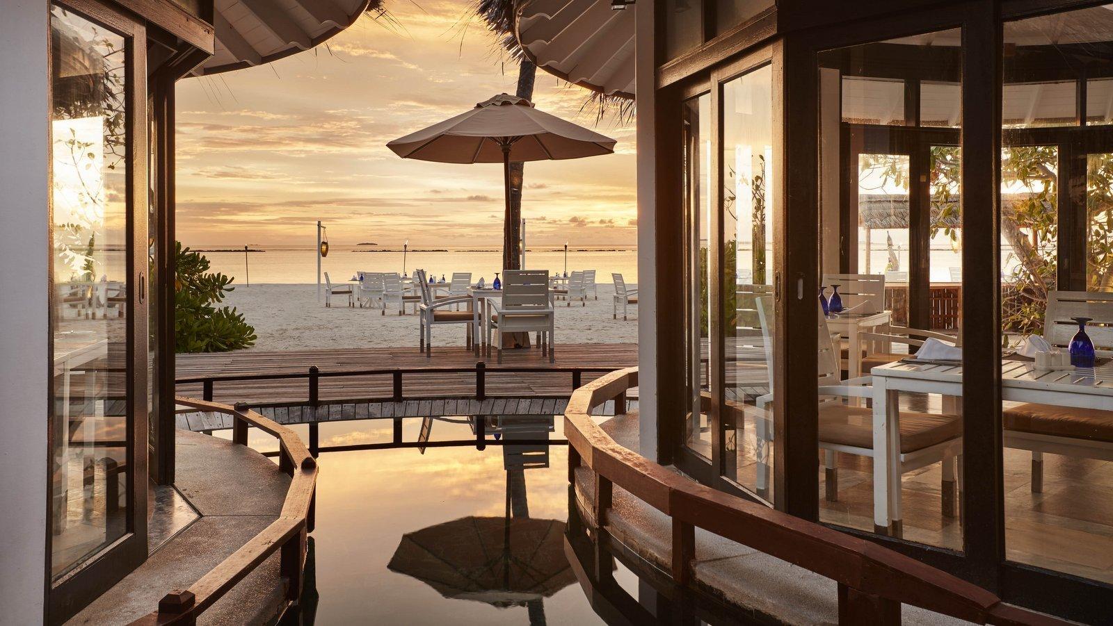 Мальдивы, отель Sun Siyam Iru Fushi, ресторан Islander's Grill