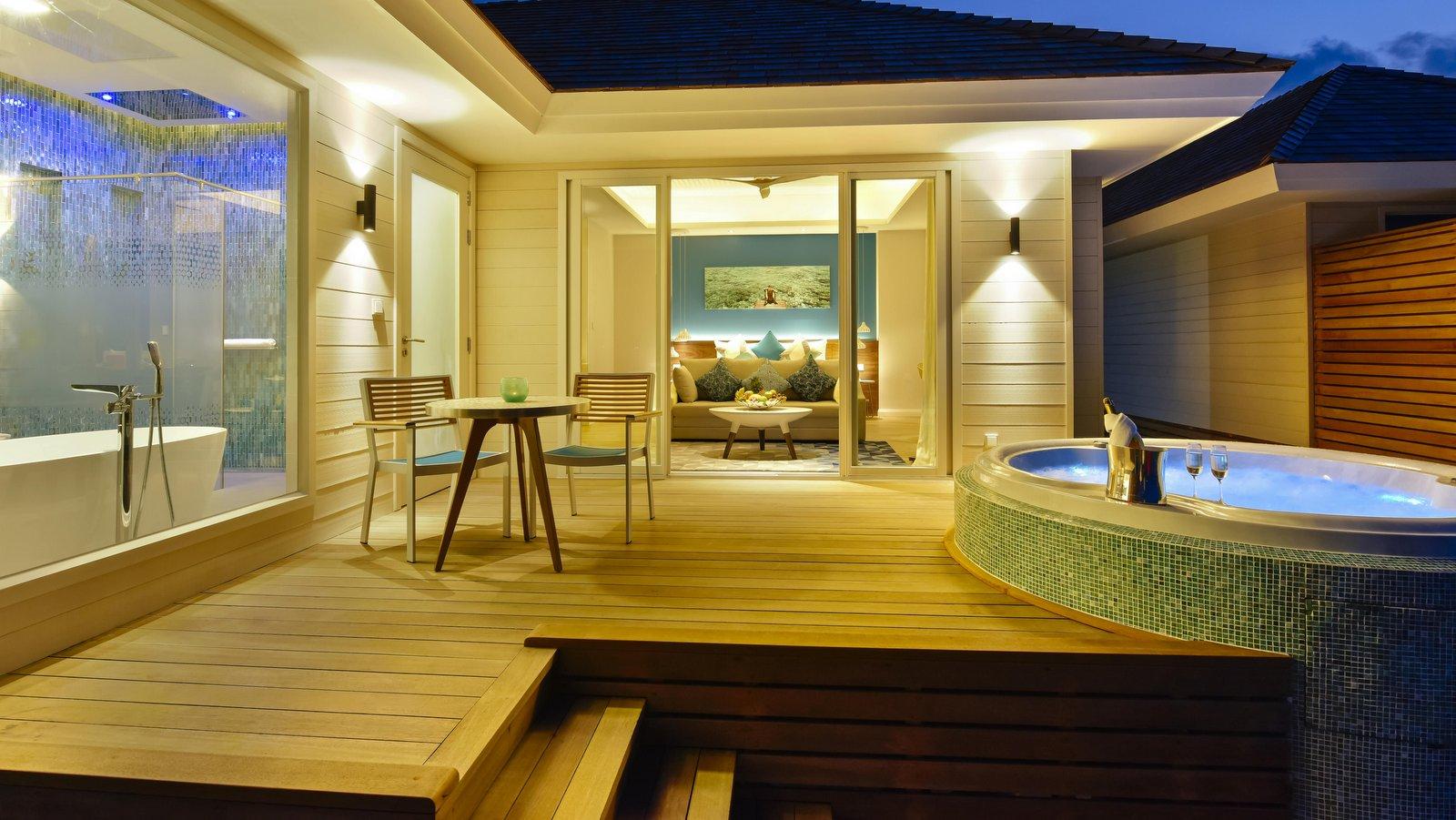 Мальдивы, отель Kandima Maldives, номер Aqua Villa with Jacuzzi