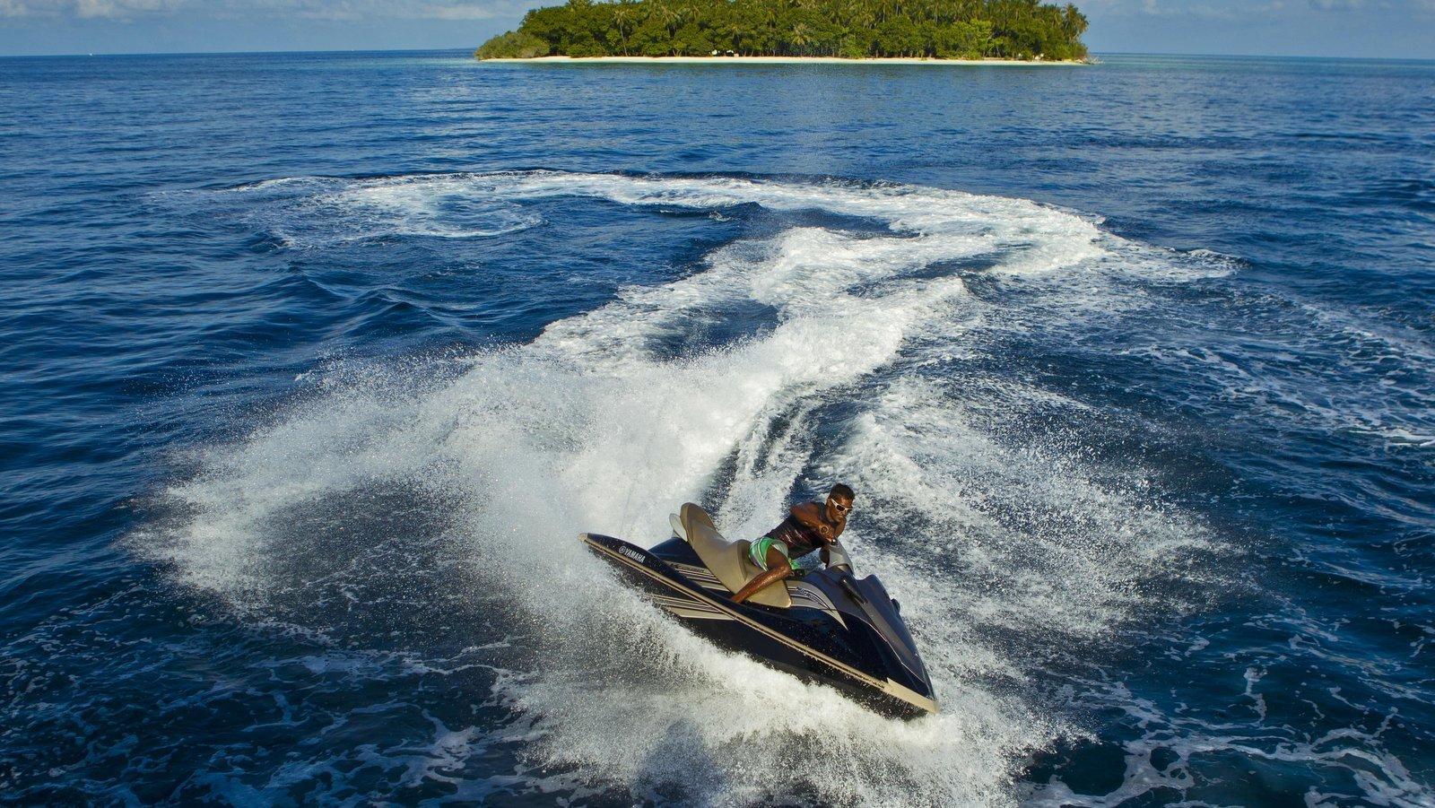 Мальдивы, отель Kurumba Maldives, гидроцикл