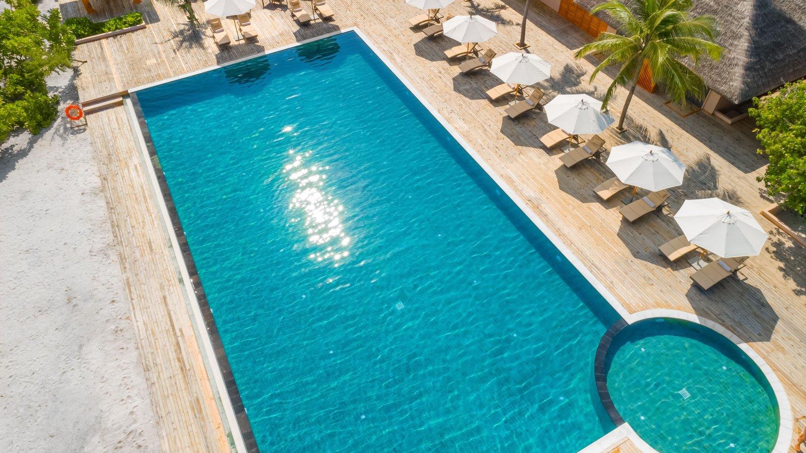 Мальдивы, отель Kudafushi Resort, бассейн
