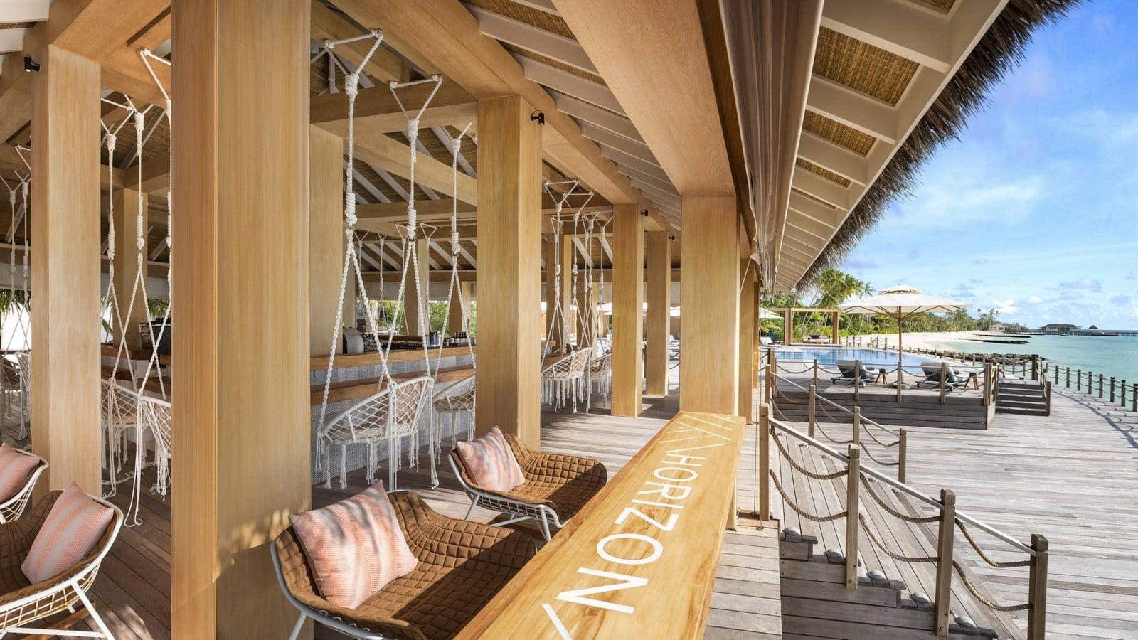 Мальдивы, отель JW Marriott Maldives Resort, бар Horizon
