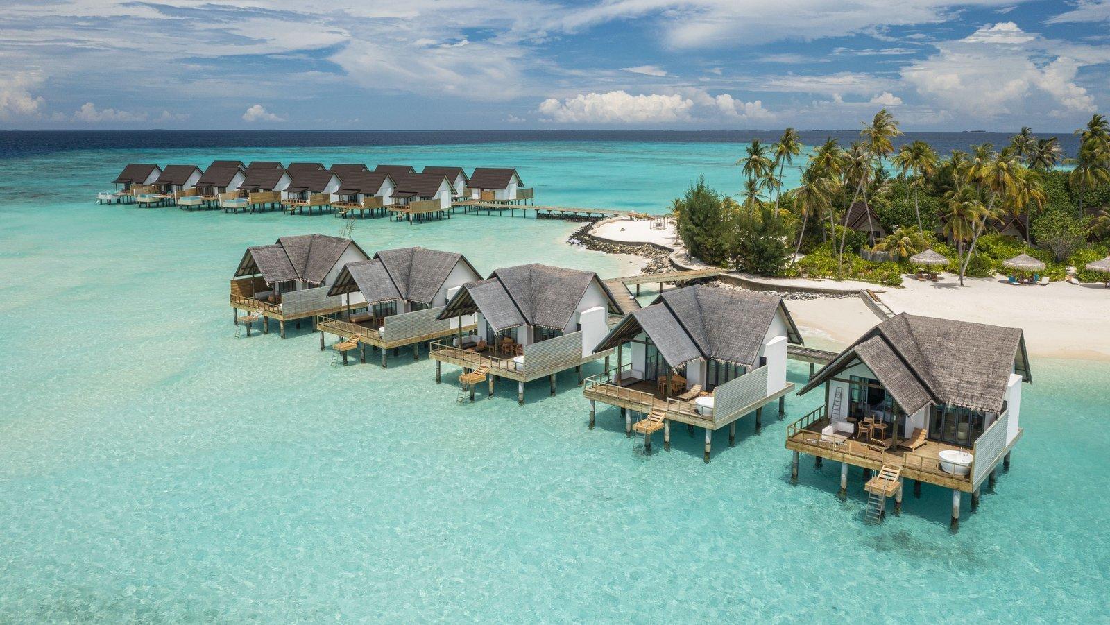 Мальдивы, отель Fushifaru Maldives, номер Jacuzzi Water Villa