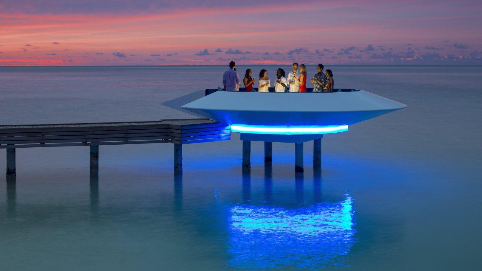 Мальдивы, отель Kandima Maldives, бар Beach Club