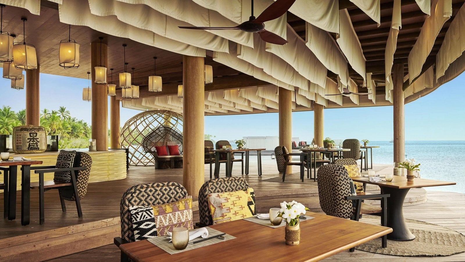 Мальдивы, отель Fairmont Maldives Sirru Fen Fushi, ресторан KATA