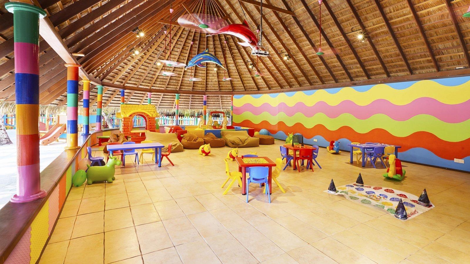 Мальдивы, отель Kuredu Island Resort, детский клуб