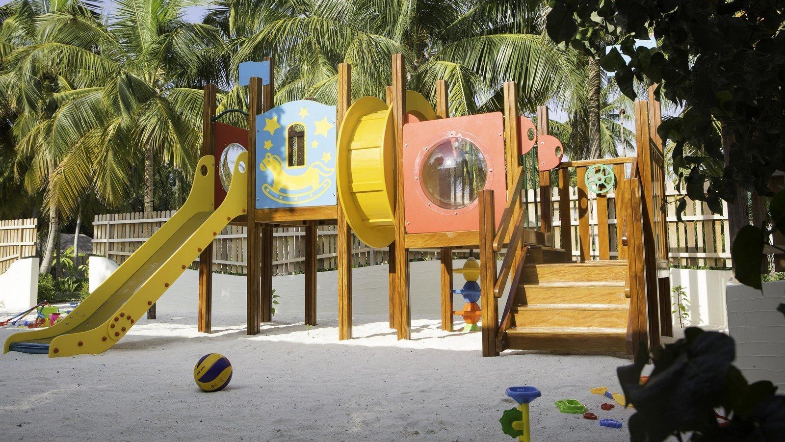 Мальдивы, отель Furaveri Island Resort, детский клуб