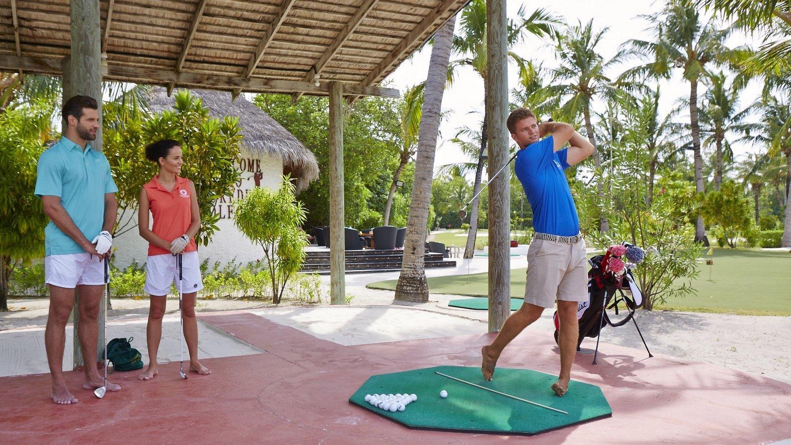 Мальдивы, отель Kuredu Island Resort, гольф