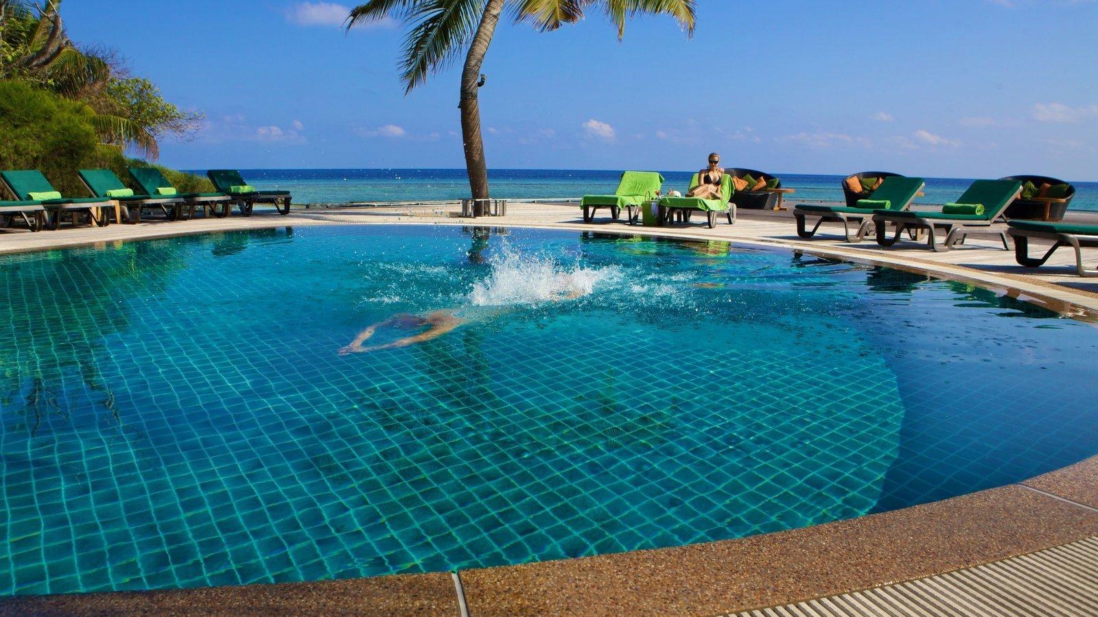 Мальдивы, отель Kuredu Island Resort, бассейн
