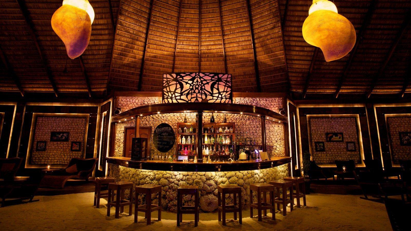 Мальдивы, отель Kuredu Island Resort, бар Sangu