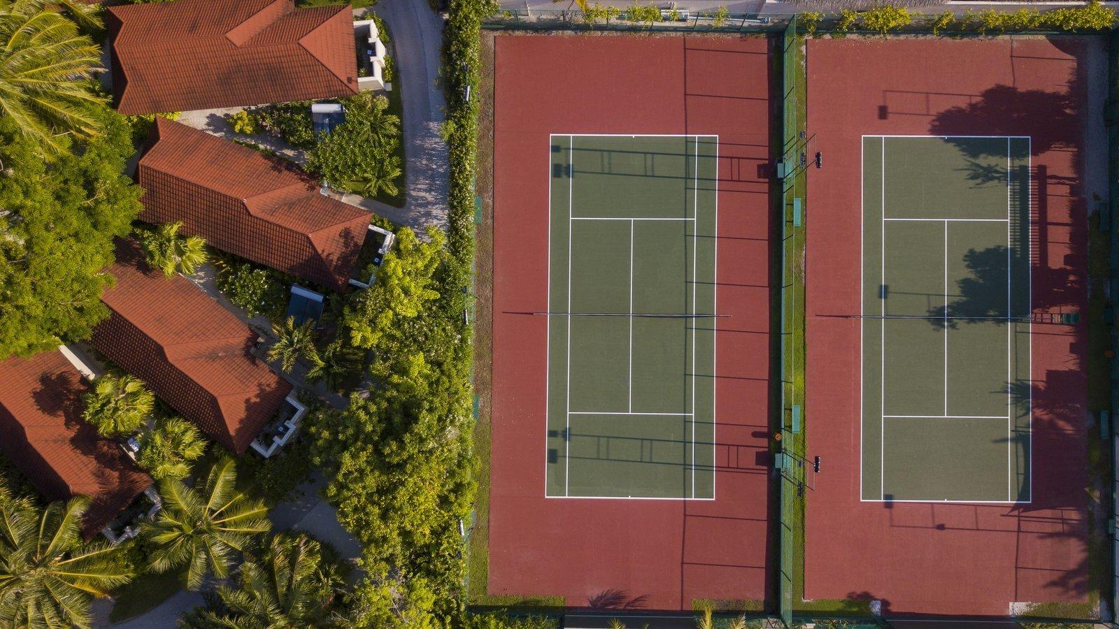 Мальдивы, отель Kurumba Maldives, теннисный корт