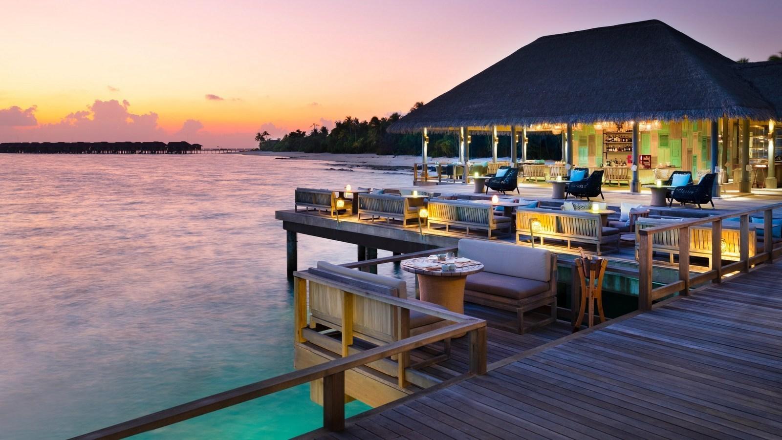 Мальдивы, отель Vakkaru Maldives, бар Lagoon