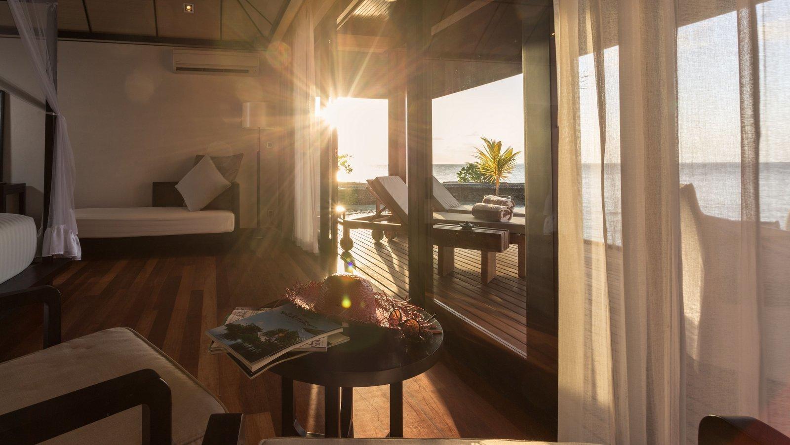Мальдивы, отель Lily Beach Resort, номер Lagoon Villa