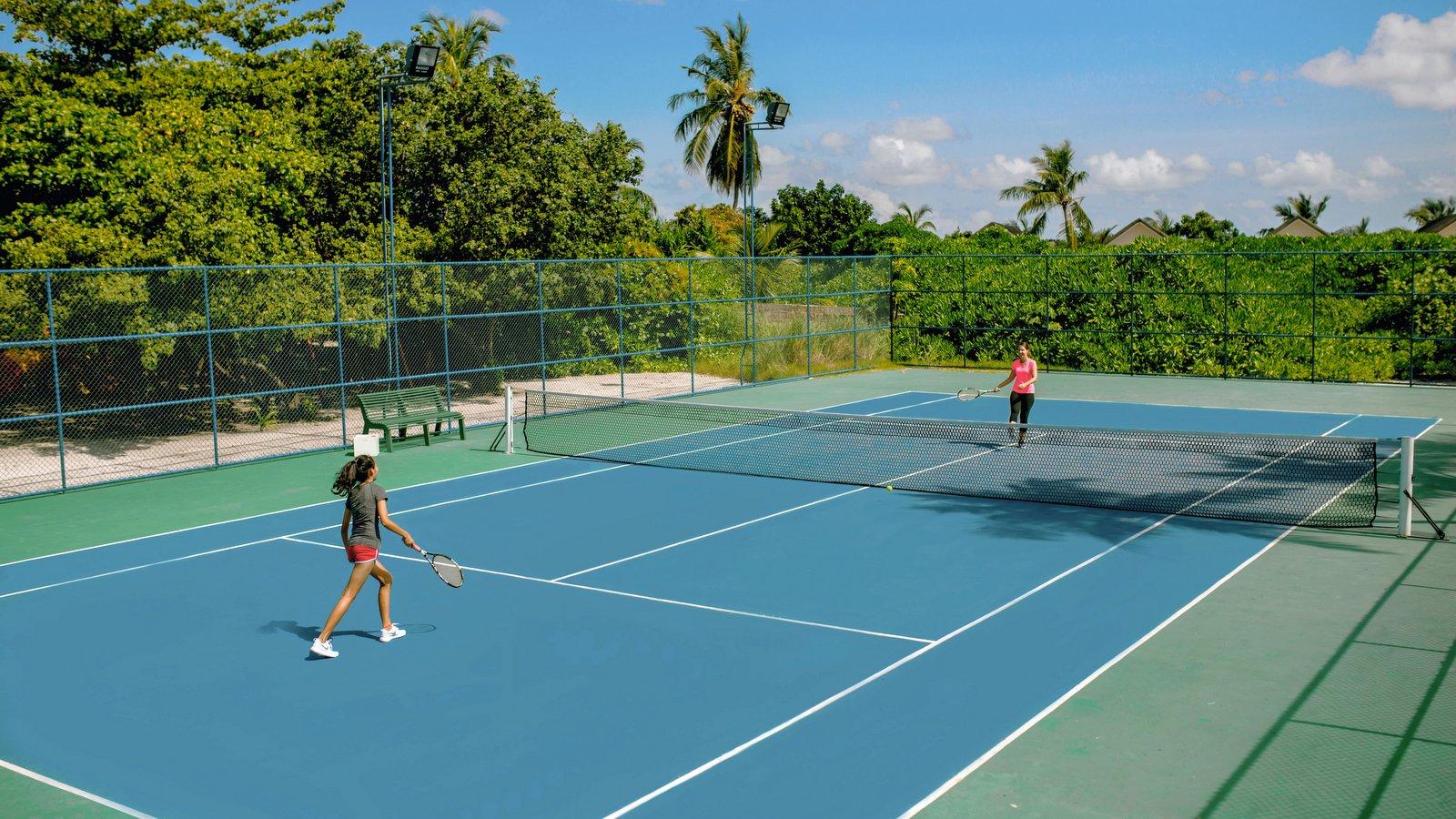 Мальдивы, отель Kudafushi Resort, теннисный корт