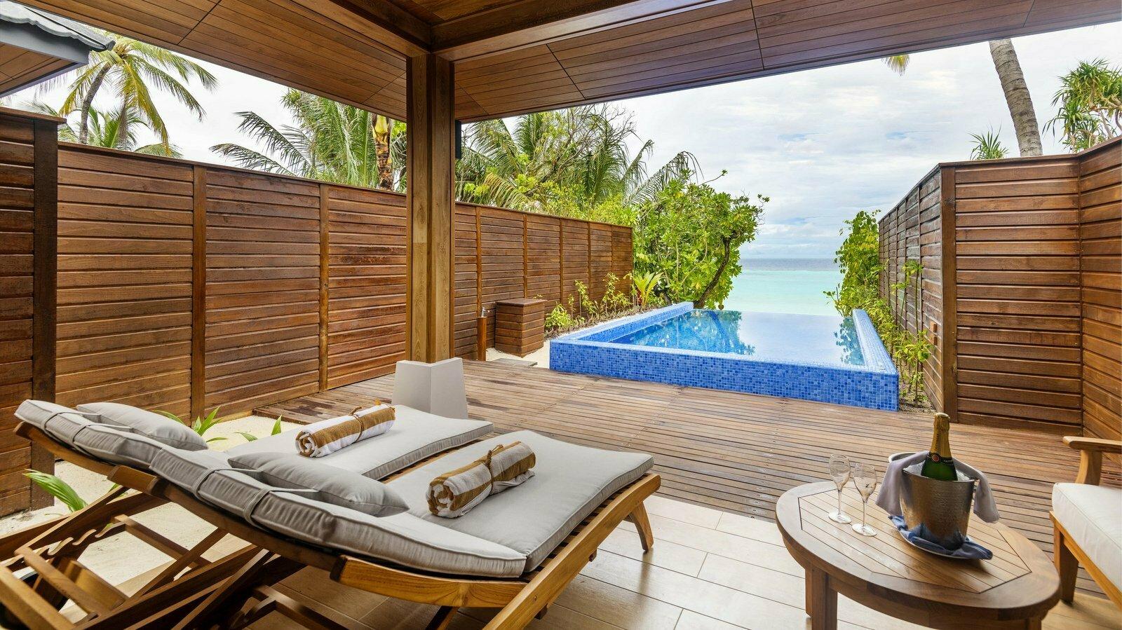 Мальдивы, отель Lily Beach Resort, номер Beach Suite with Pool