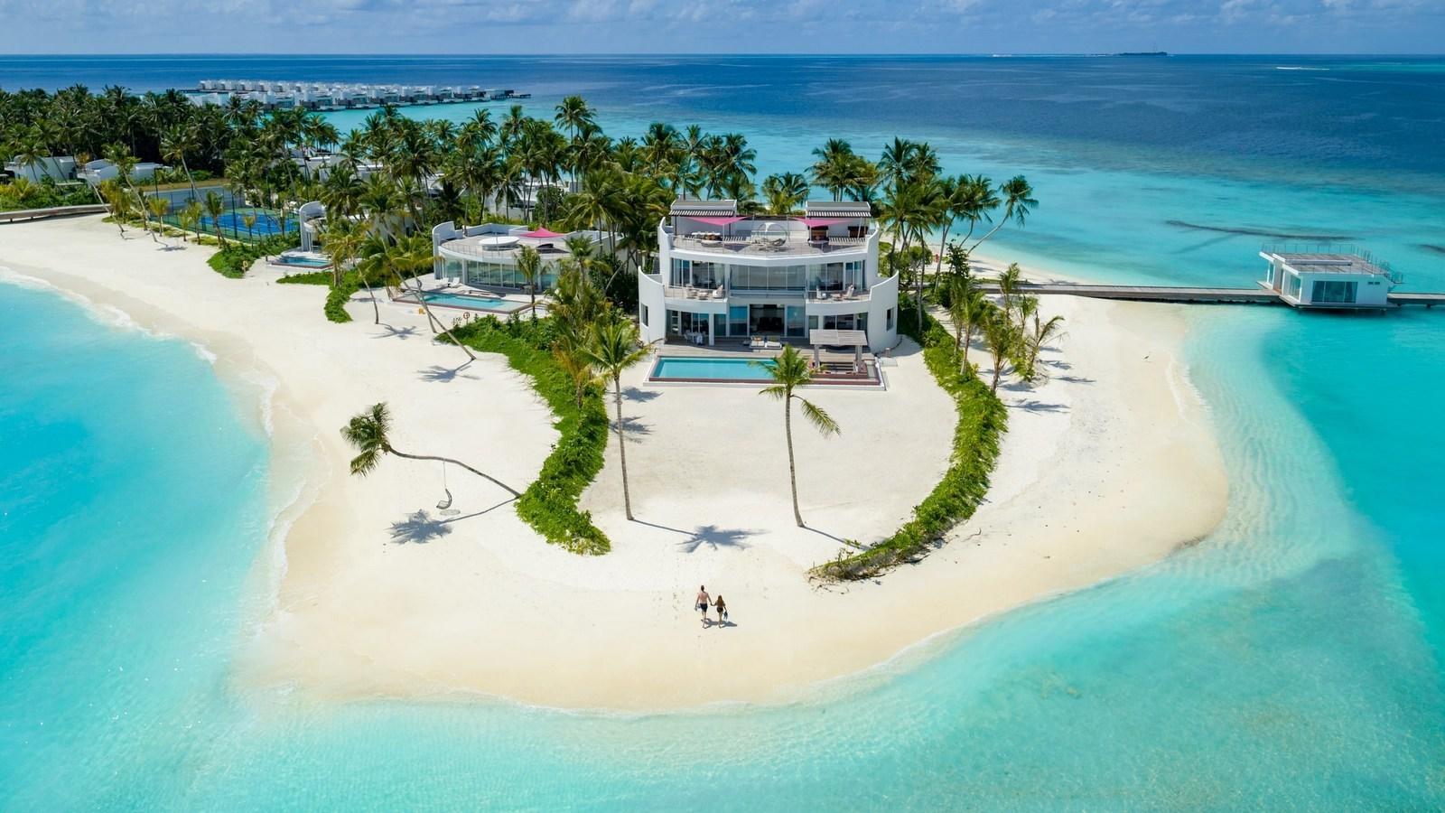 Мальдивы, отель LUX North Male Atoll, номер LUX Beach Retreat 3 Bedroom